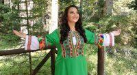 """Младата певица Деси Николова ще зарадва предколедно своите почитатели с телевизионен клип към песента """"Овчар свири"""". Аранжиментът е също на самоковец – Румен Иванов, мъжката половинка от дует """"Пирин"""". Премиерата […]"""