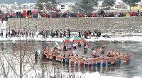 """Йордановден, който всички в Самоков и района свързват с Топеницата, отново бе честван на 6 януари масово и тържествено. Над пешеходния мост срещу бившата фабрика """"Самоковска комуна"""" хиляди присъстваха на […]"""