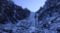 29-годишният самоковски алпинист Виктор Варошкин си счупи крака при падане на 24 януари край водопада Скакавица в Рила. Нашият съгражданин е провеждал курс по ледено катерене, но при подготовката на […]