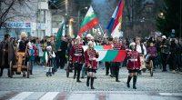 """Националният празник в града ни бе ознаменуван с впечатляващ спектакъл на пловдивската танцова формация """"Елика"""". Преди това пък многобройно факелно шествие тръгна с маршова музика под звуците на оркестър от […]"""