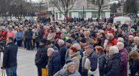 """Стотици самоковци поискаха на протестен митинг излизане от Асоциацията по ВиК и създаване на самостоятелно общинско ВиК дружество. Протестът се състоя на централния площад """"Захарий Зограф"""" по идея на Инициативен […]"""