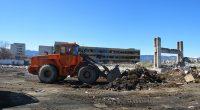 """За пореден път Общината организира почистване на пространството на север от града ни, на мястото на бившия завод """"Любчо Баръмов"""", което периодично се превръща в импровизирано бунище. Събраните боклуци ще […]"""