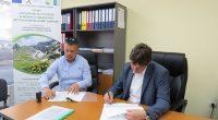 """Кметът Владимир Георгиев, в качеството си на председател на МИГ /Местна инициативна група/ """"Самоков"""", подписа на 9 юни договор за финансиране по проект """"Модернизиране на съществуваща фабрика за преработка на […]"""
