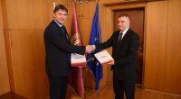 Кметът Владимир Георгиев и ректорът на Университета за национално и световно стопанство /УНСС/ проф. д-р Димитър Димитров подписаха на 28 май меморандум за сътрудничество.Целта е да се създадат възможности за […]