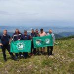 Самоковски туристи изкачиха Мургаш, развяха новите знамена