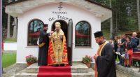 """""""Свети Георги"""" се нарича новият параклис, изграден в чудна местност в гората над Маджаре. Впечатляващият молитвен дом бе осветен в неделя, на 16 август, от Белоградчишкия епископ Поликарп, викарий на […]"""