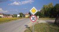 Приключи поставянето на пътни знаци в района на Гуцал, както и в самото село. Новите знаци призовават за ограничаване на скоростта на двата входа на Гуцал, предупреждават за опасни завои, […]