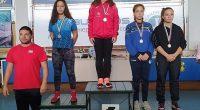 """Общо четири медала – по един златен и сребърен и два бронзови, спечелиха състезателките на """"Рилски спортист"""" и ученички в СУ """"Никола Велчев"""" от държавното първенство по борба за момичета […]"""