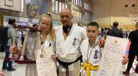 Шампионска титла и две бронзови отличия е активът на самоковските състезатели от държавното първенство по карате за деца и девойки старша възраст в Шумен.При девойките ст. възраст Дарина Чифлиджанова от […]