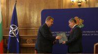 """Истински пробив в партньорските взаимоотношения с българските военни осъществи """"Самел-90"""" АД. На 8 декември в Министерството на отбраната бе подписан договор, съгласно който самоковската фирма ще достави на Силите за […]"""